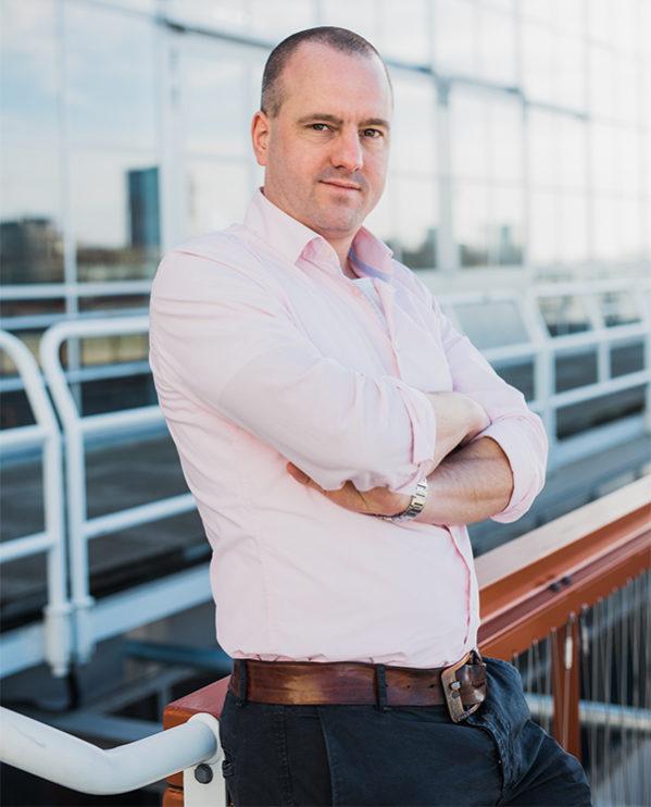 Jan Hendrik is Auteur. Zijn debuutroman komt uit onder de titel Pispaal