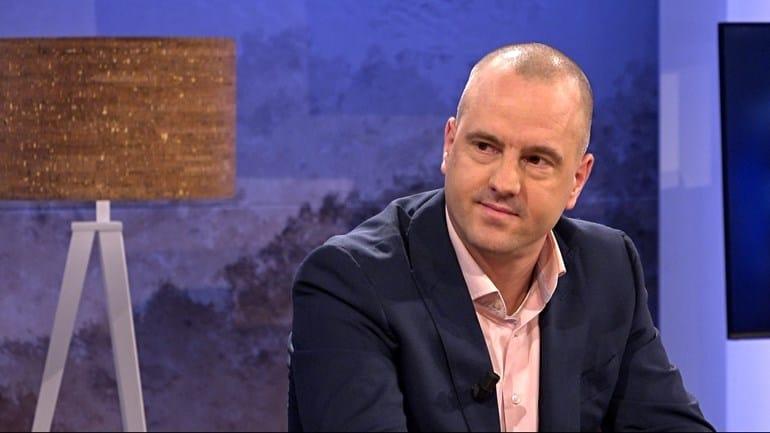 Jan Hendrik praat bij RTV Noord over zijn roman Pispaal