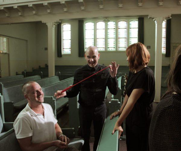 Regisseur Jan Hendrik is een korte film aan het regisseren. Er ontstaat een grappige situatie op de set.
