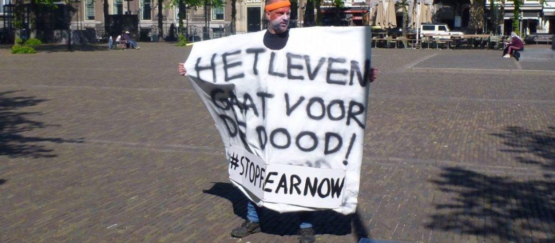 Jan Hendrik demonstreert nabij het Binnenhof van Den Haag t.a.v. de corona lock-down 2
